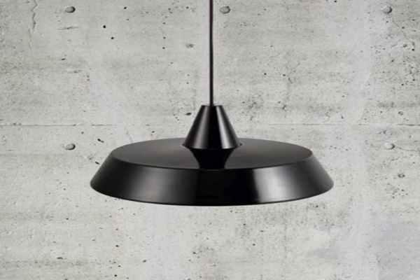 Płaskie lampy wiszące - ciekawe modele do nowoczesnych wnętrz